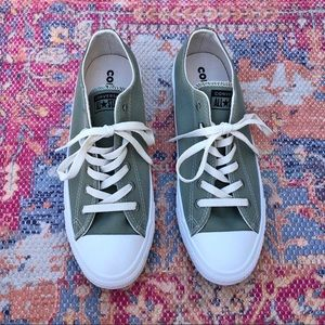 Brand new low top converse renew sneakers
